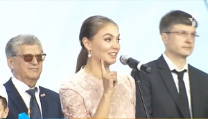 Обручальное кольцо Алины Кабаевой «засветилось» во время открытия Дворца спорта