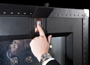 Необычный прозрачный сейф от компании Doettling