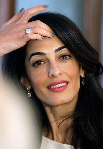 Амаль Клуни не желает носить обручальное кольцо