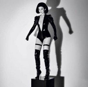 Кайли Дженнер образ секс-куклы к лицу?