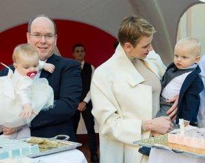 Свой первый день рождения встретили монаршие близняшки княгини Шарлен и князя Альбера (видео)