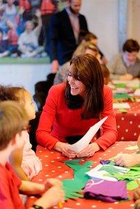 Кейт Миддлтон в рождественской вечеринке детского центра