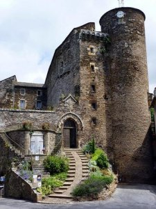 Продается средневековый французский замок, украшенный фресками Пикассо