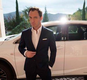 Джуд Лоу дал Lexus RX на время парковщику