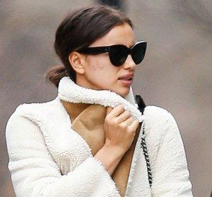 Знаменитая модель Ирина Шейк представила уличный стиль
