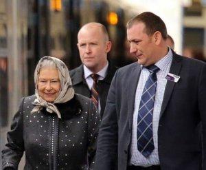 Елизавету II посадили на лондонскую электричку