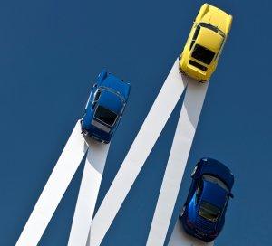 Спорткары Porsche в британском небе