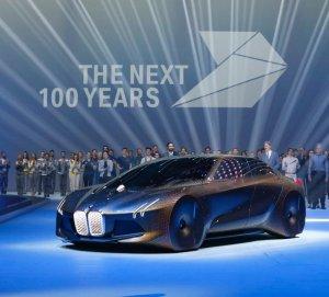 BMW представил модель с автопилотом (видео)