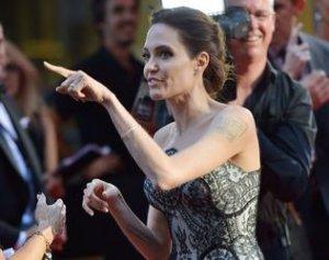 Регулярные измены Брэда Питта негативно сказываются на здоровье Анджелины Джоли