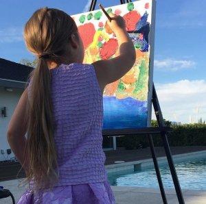 Виктория Бекхэм решила, что её 4-летняя дочка станет настоящей леди