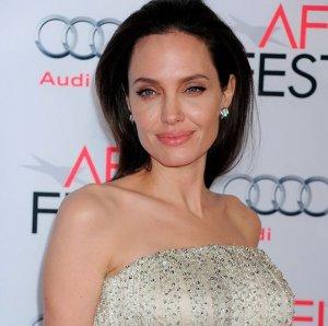 .Анджелина Джоли не желает лечиться