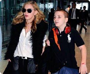 Мадонна-мама в школе своих детей узнаёт об их успехах из «первых уст»