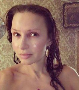 Селфи без макияжа от Эвелины Бледанс