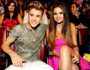 Целующиеся Джастин Бибер и Селена Гомес установили рекорд популярности