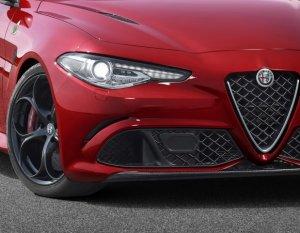 Автомобильная новинка Alfa Romeo Stelvio станет убийцей Porsche Macan