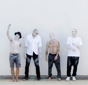 Автомобильное караоке группы Red Hot Chili Peppers со «стриптизом»