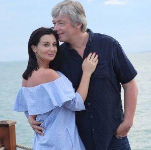 48-летняя Екатерина Стриженова в третий раз станет матерью