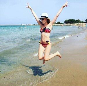 Волочкова отдыхает на греческом побережье, а Бледанс предпочитает дачный отдых
