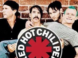 Необычная раздача автографов группы Red Hot Chili Peppers в Белоруссии