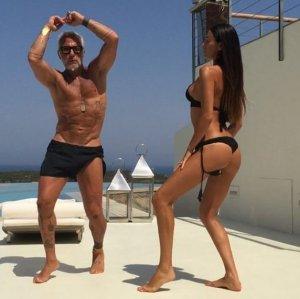Новая звезда Инстаграма: зажигательные танцы немолодого миллионера