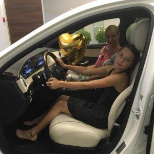 Волочковой поклонник подарил дорогой автомобиль