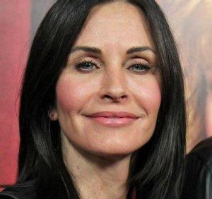 Пластика навредила голливудской актрисе