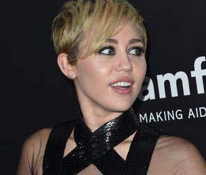 По сообщению СМИ американская певица и актриса Майли Сайрус умерла от передозировки наркотиков