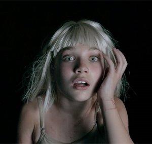 Танцовщица Мэдди Зиглер в новом клипе австралийской певицы Сии