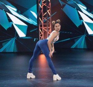 Необычный наряд участницы телешоу «Танцы» навеял эротические ассоциации членам жюри