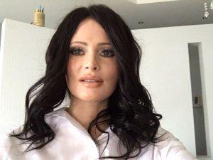 Телеведущая Дана Борисова из блондинки превратилась в жгучую брюнетку