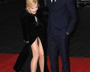 Николь Кидман появилась на красной дорожке в платье с сексуальным разрезом