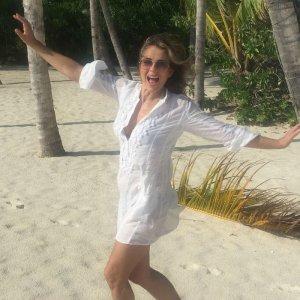 В сети появились новые фотографии нестареющей и неунывающей Элизабет Херли