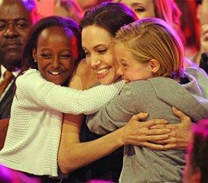 Делёж детей между Анжелиной Джоли и Брэдом Питтом
