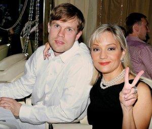 Татьяна Буланова будет поздравлять супруга СМС-сообщениями