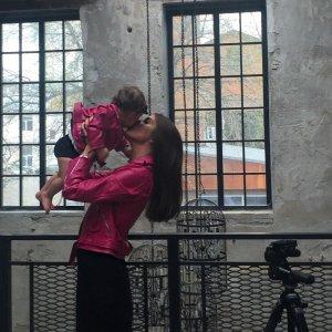 Маленькая дочка и новая одежда были презентованы Кети Топурией