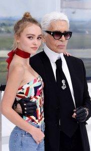 Лили-Роуз Депп покорила всех на показе от Chanel