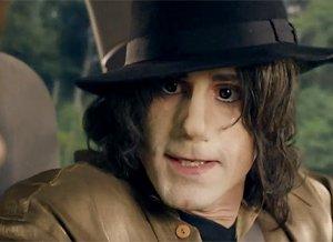 Джозеф Файнс решил стать Майклом Джексоном