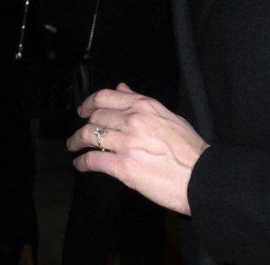 Кирстен Данст рассказала о своем помолвочном кольце