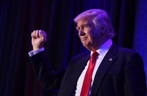 Актер Эштон Катчер критикует действующего американского президента Дональда Трампа