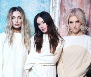Группа Фабрика: на девушек надели смирительные рубашки
