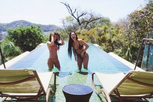 Ким Кардашьян с сестричкой Кортни выставили новые откровенные фото
