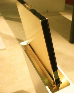 Золотые мониторы для красивой офисной жизни
