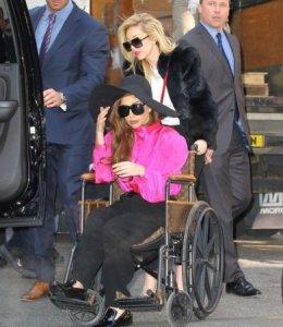 Шоу-дива Леди Гага купила себе инвалидное кресло из золота