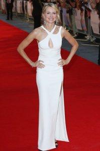 Наоми Уоттс, сыгравшая принцессу Диану, на премьере фильма была неотразима
