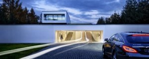 Коллекционер превратил гараж в роскошный выставочный зал