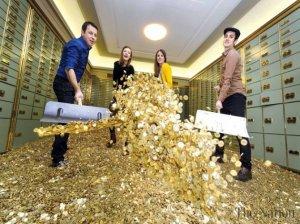 Миллионеры теперь могут плавать в бассейне из денег