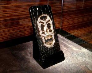 Золотой череп с алмазами стал «изюминкой» смартфона iPhon Skull Edition