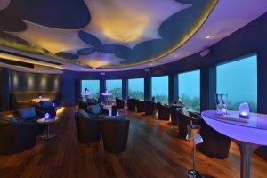 Для дайверов на Мальдивах открывают выставку под водой