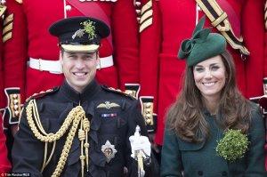 Кейт Мидлтон наградила трилистниками офицеров, солдат и собак