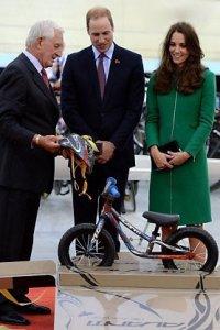 Принцу Джорджу подарили свой первый транспорт